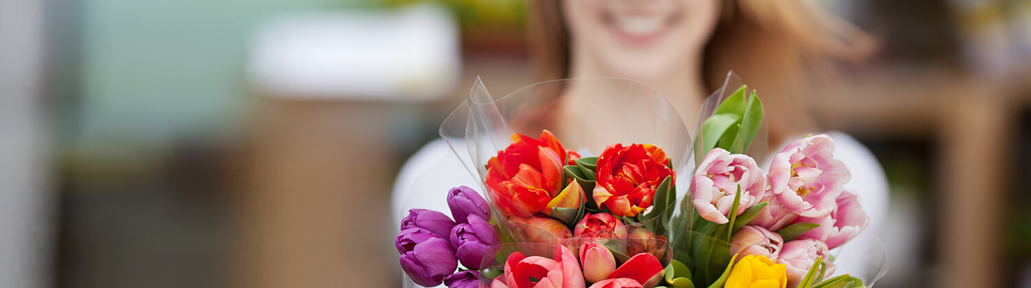 Send a wonderful fresh flowers box with roses, lilies or gerbera to France