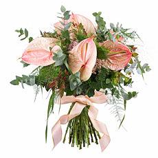 Votre cadeau floral est présenté dans un coffret-cadeau de fête avec votre message personnalisé.
