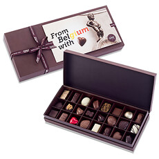 Do you want to suprise your favorite chocoholic with top quality Belgian chocolates? This Corné Port-Royal gift box offers a mouthwatering selection of 24 dark, milk and white chocolates that will delight all chocolate lovers.