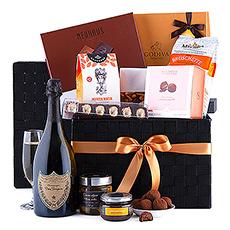 Faites une déclaration avec cet impressionnant panier cadeau gourmet Dom Pérignon Vintage 2010.