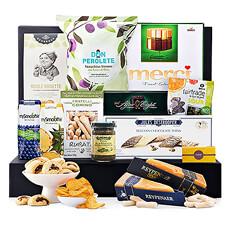 Cette collection bien équilibrée de produits européens de luxe sucrés et salés, offre beaucoup à partager et apprécier. Un élégant panier-cadeau gastronomique pour toute occasion.