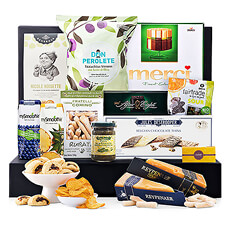 This well-balanced collection of sweet and savory luxury European foods offers plenty to share and enjoy. An elegant gourmet gift basket for any occasion.