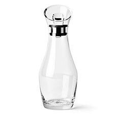 Cette carafe multifonction de Menu élégante est adaptée pour l'eau et pour le vin.