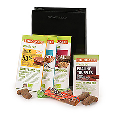 Attention chocolate lovers! This Fair Trade chocolate gift basket is a real treat, filled with tempting Ethiquable chocolate bars, tablets, and truffles.