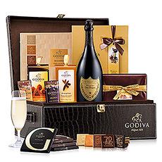 Notre coffret-cadeau chocolat Godiva et Champagne Dom Pérignon est l'expression parfaite de vos excellents goûts, et le cadeau idéal pour les personnes les plus importantes dans votre vie.