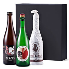 Surprise someone special with this marvelous trio of Belgian beer & wine. Flemish brown peer, Belgian blond beer, and a lovely sparkling wine are presented in a luxury black gift box.
