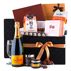Ultimate Gourmet Hamper Veuve Clicquot Brut