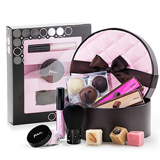 Pamper the special ladies in your life with this fabulous gift set.