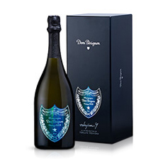 This limited edition Dom Pérignon 2009 Gift Box is the perfect gift to impress business relations and family during the holiday season.