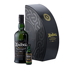 Ardbeg propose un nouveau coffret décalé et fidèle à lesprit de la distillerie iconique dIslay en édition limitée à loccasion des fêtes de fin dannée.