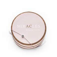 Bring a touch of glamor in her life with this amazing bracelet by Miracles.