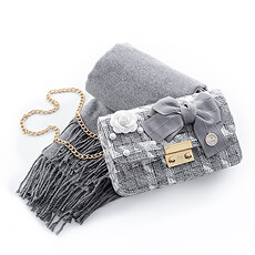 This accessory gift set is a real must-have for fashionistas!