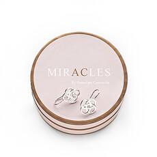 Les boucles d'oreilles en argent Kumquat de la marque Miracles sont une véritable flatterie pour les yeux.