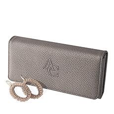 Voici le cadeau par excellence pour les amatrices de mode: un portefeuille élégant de couleur bronze accompagné de magnifiques boucles d'oreilles.