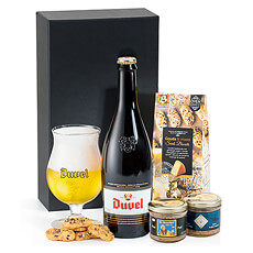 A delicious bottle of Duvel Belgian beer is presented with a duo of artisan Belgian beer patés and tasty biscuits. Who will you surprise with this great gift?
