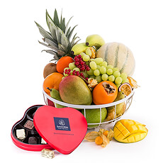 A fruit basket is the ideal gift to send someone a vitamin boost, to wish a colleague or a friend a speedy recovery or to thank someone.