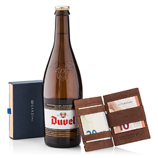 Need to find an elegant gift for him that is practical and tasty at the same time? This gift set with Duvel and the Magic Garzini wallet has it all!