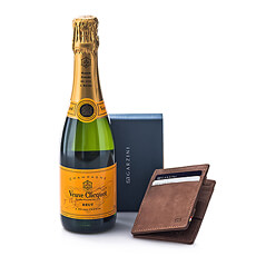 The perfect gift for men of great taste. The elegant Magic Garzini wallet is accompanied by a half-size bottle of Champagne in order to offer a pure luxury gift.