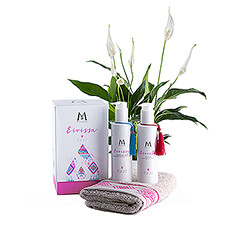 Let your house breathe and bathe in freshness with the Mylène Eivissa Gift Box full of summer scents and the air-purifying Spathyphillum houseplant or Peace Lily.