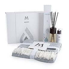 Create a warm, welcoming feeling in your home with the wonderful fragrance sensations of the Mylène Caribou Gift Box and the soft coziness of the Cocoon Gift Box.