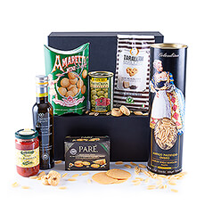 Bella Italia: a country of pasta, passion, and culture. Enjoy this gift box with Italian specialties, close your eyes and imagine yourself - just for a moment - in the beautiful Italian countryside.