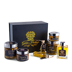 The cream of the crop of olive oil. This gift box elegantly demonstrates how special and luxurious olive oil can be.