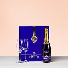 Le Brut Royal est un champagne idéal de jour comme de nuit. La bouteille (75cl) est emballé dans un étui luxueux avec deux flutes de champagne.