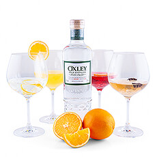 This gift set with Oxley Gin, Oxfam orange juice, fresh oranges and 4 luxurious gin glasses is a great basis for those who want to immerse themselves in the mixology.
