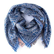 Ce beau foulard bleu avec des accents argentés et des étoiles grises de la marque danoise Beck Söndergaard deviendra certainement son accessoire préféré.