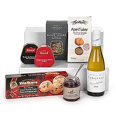 Une création unique avec du vin blanc de Sancerre, du Foie Gras, des bouchées à la truffe, un confit d'oignons et de framboises, des crackers salés au poivre noir et des biscuits au chocolat.