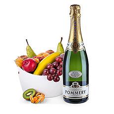 Ces fruits frais dans leur panier de présentation durable Koziol Bottichelli, associés au très raffiné champagne Pommery Blanc de Blancs, forment un cadeau idéal.