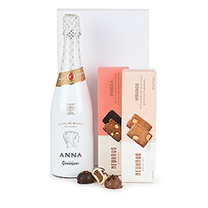 This cava with Neuhaus chocolate and cookies meets all expectations: surprising, top quality and stylishly presented.