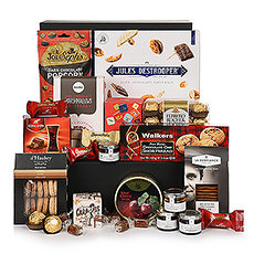 This hamper has it all! Belgian chocolate and cookies, macarons, caramels, popcorn, and many more.
