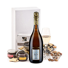 Our Champagne and snacks gifts are always popular, and it's easy to see why: the tasty gourmet snacks pair perfectly with the crisp sparkle of fine Champagne.