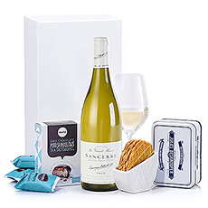 Celebrate Christmas with premium white wine from the Loire region. Combine it with our Jules Destrooper's finest butter crisps and Barú chocolate marshmallows for a sweet taste experience