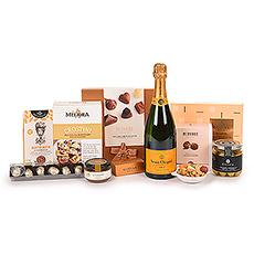 Nous vous présentons l'un de nos cadeaux les plus exquis : l'Ultimate Gourmet avec le légendaire champagne Veuve Clicquot Brut. Le superbe champagne est accompagné d'une sélection soigneusement sélectionnée des meilleures spécialités gastronomiques européennes et de chocolats belges de luxe.