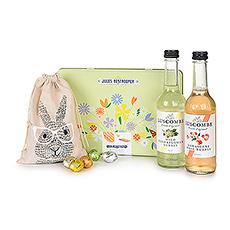 Célébrez Pâques avec un merveilleux cadeau de printemps qui sera parfait pour tous les âges. Le cadeau est composé d'un duo de boissons pétillantes sans alcool, de biscuits Jules Destrooper dans une jolie boîte cadeau de printemps et de délicieux œufs de Pâques en chocolat Leonidas présentés dans un mignon sac cadeau en forme de lapin.