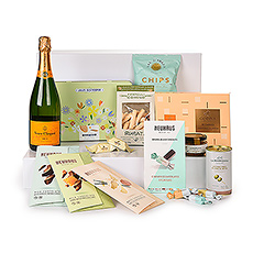 Welcome warm weather with our new summer gift set that captures the best tastes and lighthearted spirit of the season. Top brands including Veuve Clicquot, Neuhaus, Godiva, and Destrooper make this a gift to be remembered.