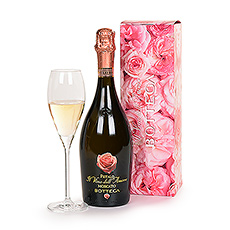 Surprise the special woman in your life with a beautiful bottle of Il Vino dellAmore Petalo Moscato.