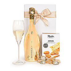 This light, bubbly Prosecco and treats combo is a perfect choice for a summer birthday, thank you gift, or congratulations gift.