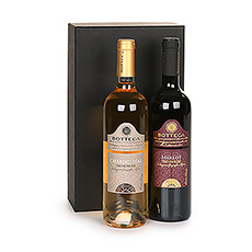 Il ne faut pas choisir entre le vin rouge et le vin blanc quand on peut avoir les deux ! Cet élégant duo de vins italiens est composé de deux vins Bottega provenant de la région de Le Venezie, dans le nord de l'Italie, une région qui possède une tradition vinicole très ancienne.
