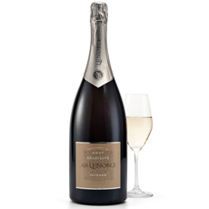This fruity, well-structured Champagne is ideal for all those pleasurable moments with your family or friends. We propose you this Champagne in a Magnum bottle (1.5 L).