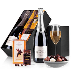 Surprise your loved ones with this wonderful champagne & chocolate gift. Discover the exquisite champagne Lenoble Blanc de Blancs and the delicacies of Godiva Belgian chocolates.