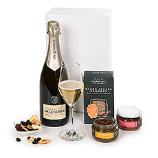 Champagne gift delivery to Luxembourg and other parts of Europe is a wonderful way to send your regards. Our elegant Champagne gift basket features a bottle of French Champagne Lenoble Grand Cru Blancs de Blancs and savory gourmet snacks to create an impressive corporate gift basket.
