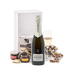 Une bouteille de Champagne Lenoble Brut français et des snacks gastronomiques font de ce coffret cadeau avec champagne le cadeau parfait pour les amis, la famille et les clients.
