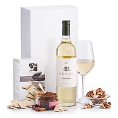 Ce vin panier cadeau gastronomique contient un Mendel Sémillon élégant et complexe d'un des meilleurs vignobles de l'Argentine.