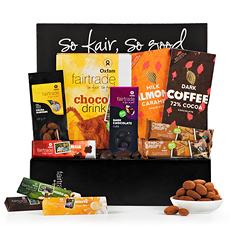 Découvrez les meilleurs chocolats et fruits secs bio issus du commerce équitable dans cet élégant coffret cadeau Oxfam Fair Trade.