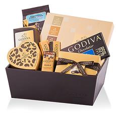 Ce prestigieux panier cadeau Godiva est l'idée-cadeau de luxe idéale pour les amateurs de chocolat et comprend un assortiment irrésistible de chocolats belges haut de gamme, de truffes, et plus encore.