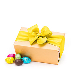 The 500 g Ballotin bearing a large asortment of easter eggs is going to make you very popular indeed!