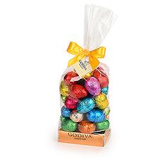 Rien nillustre mieux la fête de Pâques que des petits œufs de chocolat emballés dans du papier aluminium coloré et brillant  et nous en avons un tas chez Godiva !